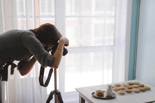 Janice Lawandi photographing