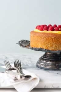 gluten-free-lemon-cake-with-lemon-curd-and-berries