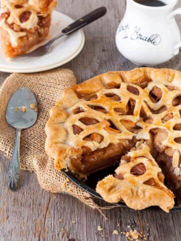 sliced maple apple pie
