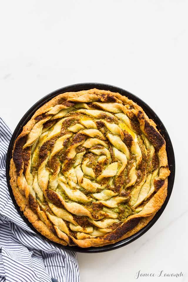 Decorative pie crust after baking | Kitchen Heals Soul https://bakeschool.com/2016/05/26/bacon-egg-pie/html