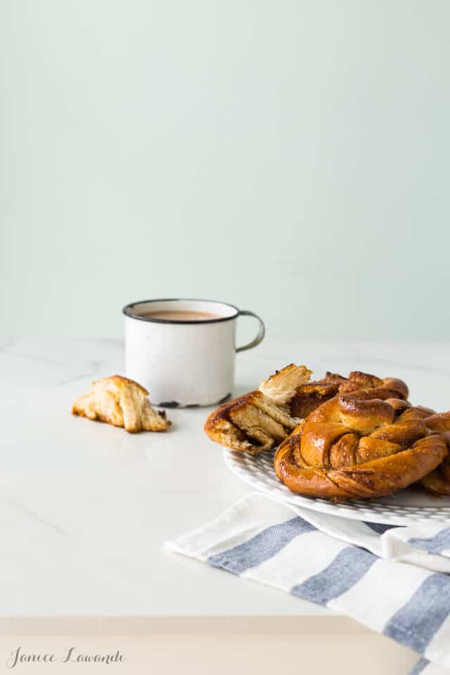 Turkish coffee kanelbullar knots and coffee: buns flavoured with cardamom and coffeee