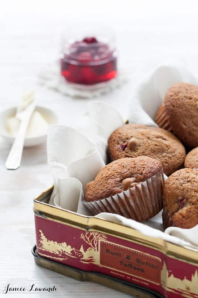 Gingerbread muffins with cranberries