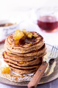 Spiced pancakes with apples