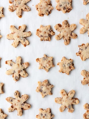 Toffee chocolate coconut cookie snowflakes