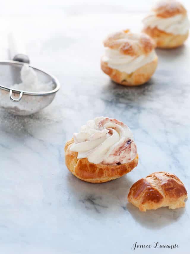 choux à la crème - cream puffs