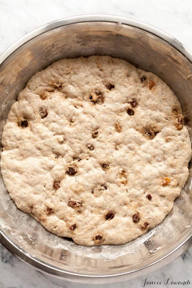 the dough for cinnamon raisin no knead bread